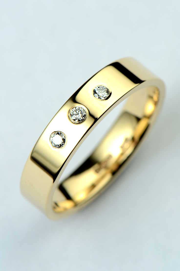 4mm 9ct yellow gold diamond wedding ring - Unforgettable Jewellery