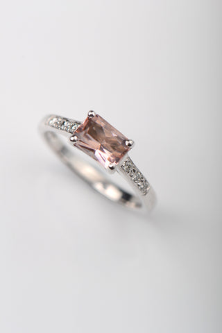 Rhodolite garnet and  18ct white gold ring