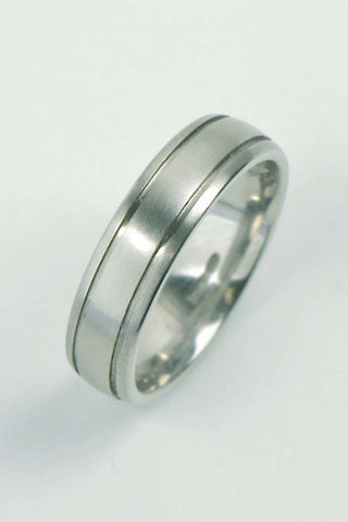 18ct white gold rooftop ring