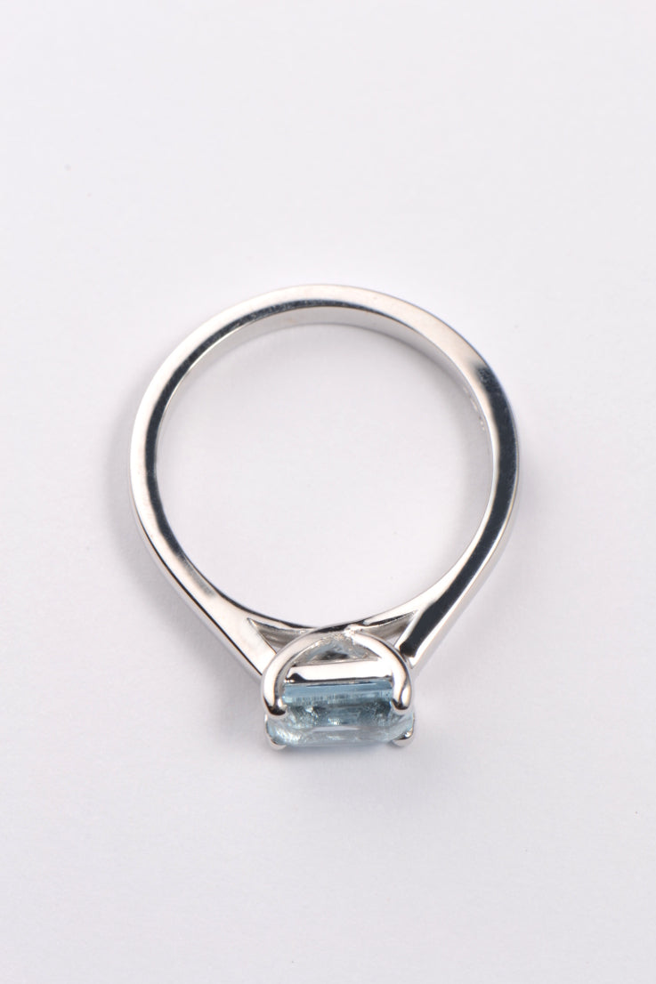 Aquamarine  9ct white gold ring - Unforgettable Jewellery