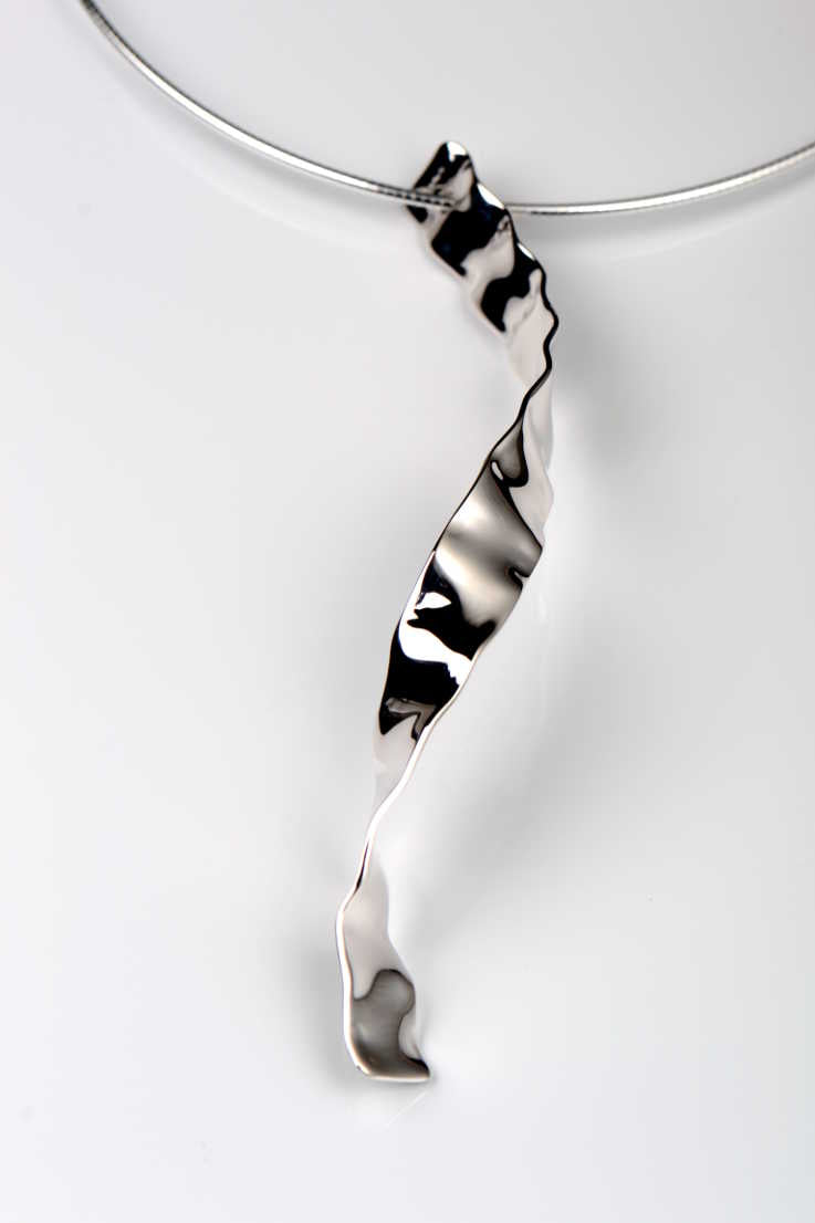 Bella Figura Mafaldine ribbon pendant - Unforgettable Jewellery