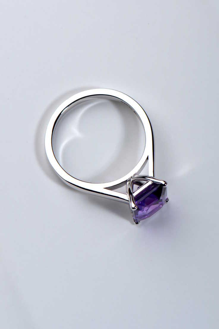 Amethyst ring in 9ct white gold - Unforgettable Jewellery