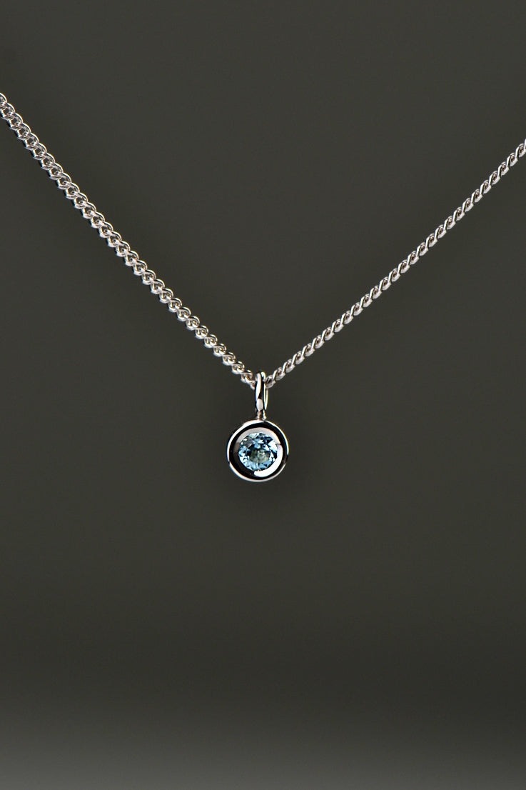 Cairn white gold circle aquamarine pendant