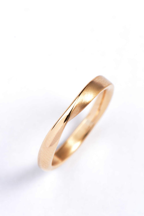 Twist 9ct gold narrow ring