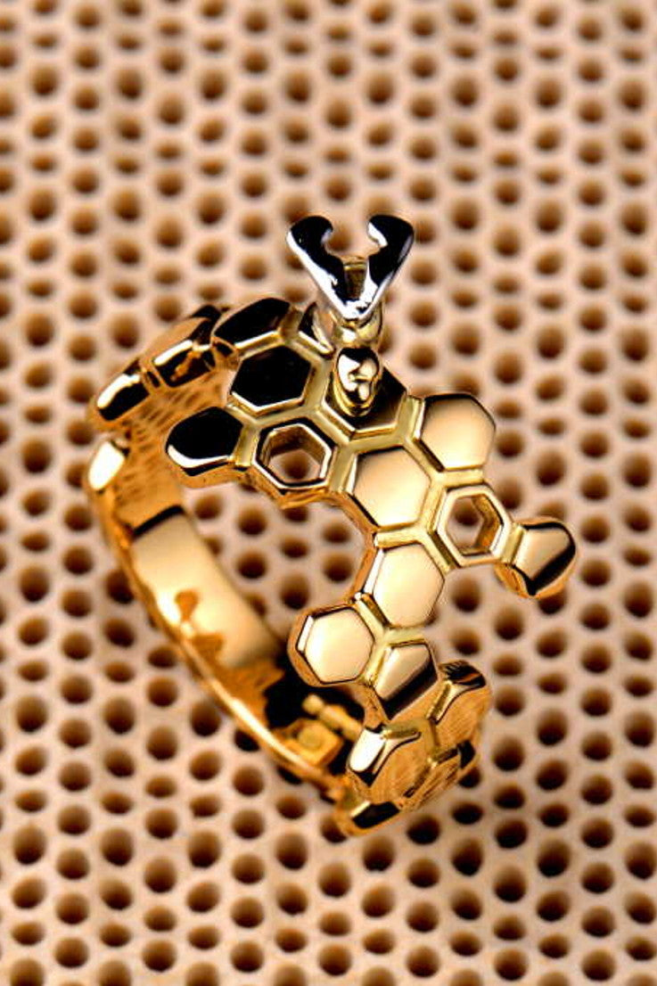 Honeycomb and Bee ring - Unforgettable Jewellery