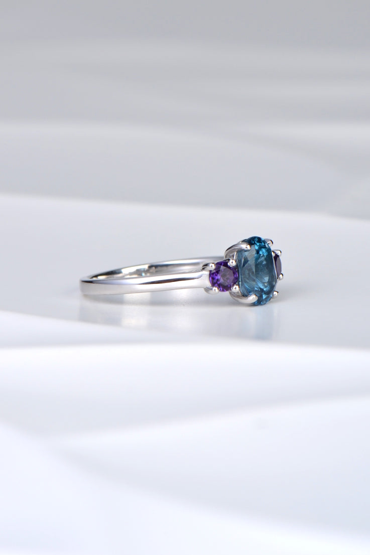 Blue topaz and amethyst 9ct white gold ring