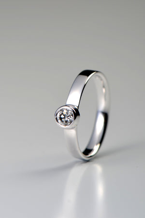 Cairn diamond 18ct white gold ring