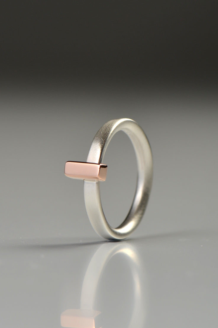 Cairn ring with rectangle rose gold detail