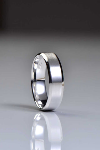 4mm court 9ct white gold wedding ring