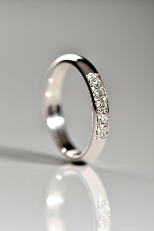 18ct white gold ring set with five diamonds - Unforgettable Jewellery