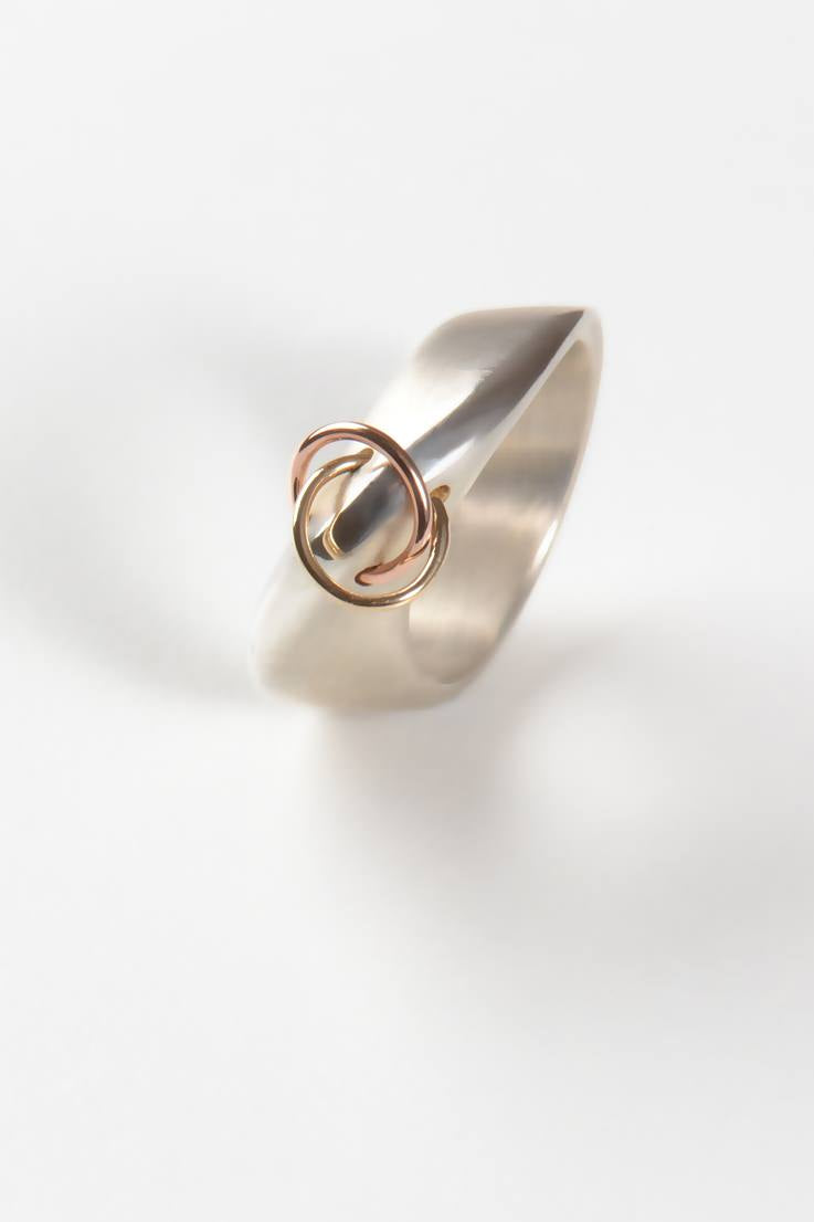 Embrace wide ring - Unforgettable Jewellery