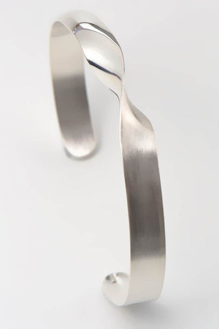 Twist silver narrow bangle