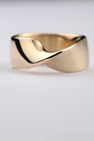 Twist 9ct gold wide ring