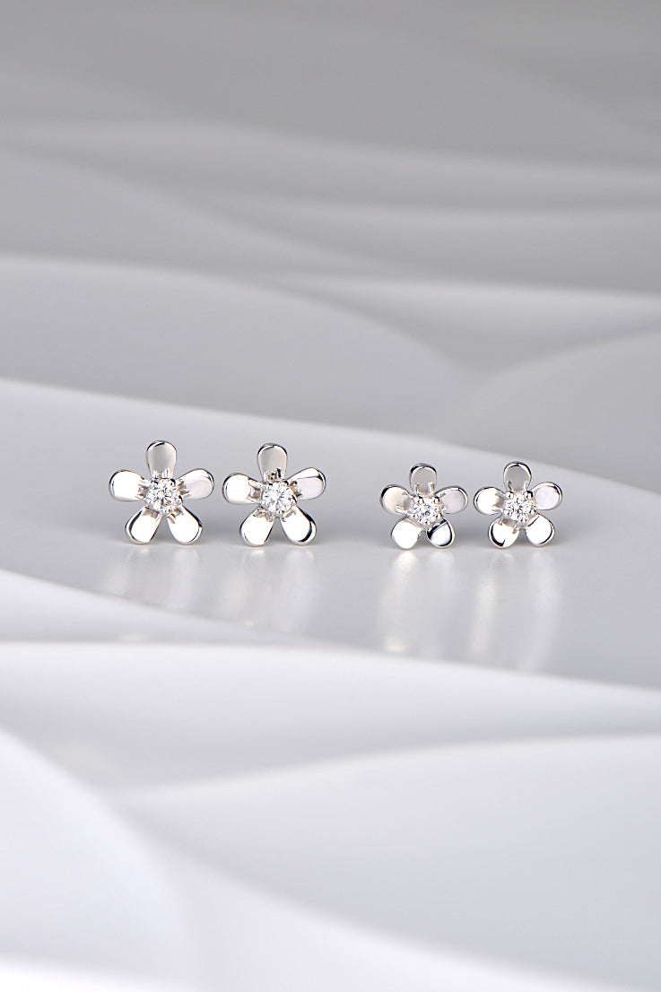 Flower silver stud earrings