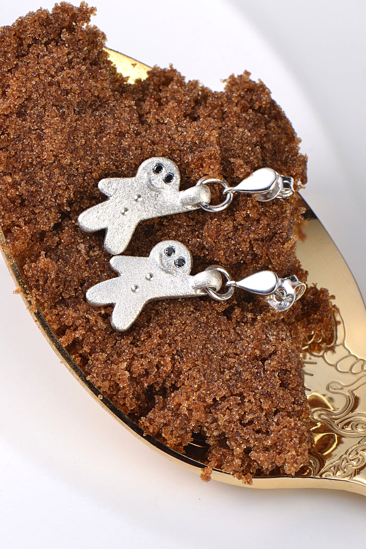 Gingerbread earrings in silver with black diamonds
