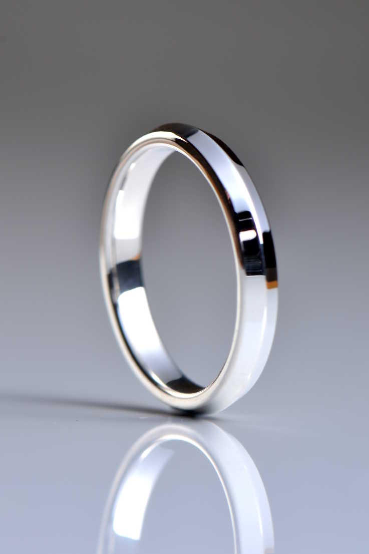 Knife edge wedding ring