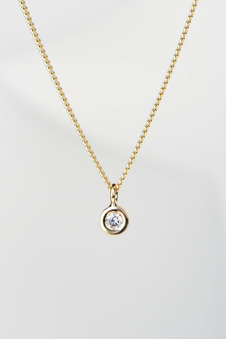 Cairn 9ct yellow gold moissanite pendant