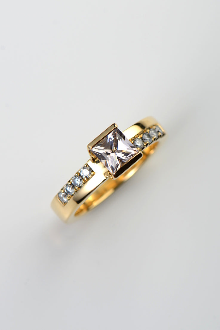 18ct yellow gold morganite and diamond ring