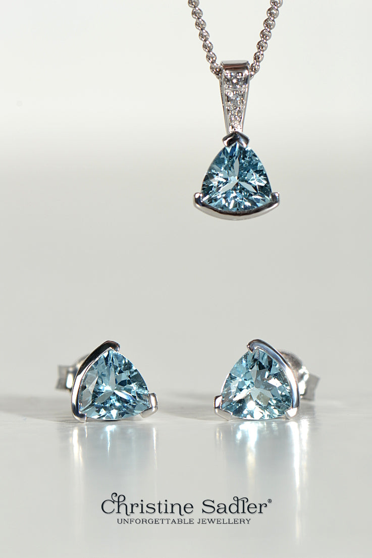 Slingshot pendant and earring set in aquamarine