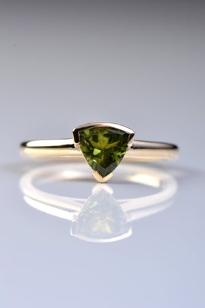 Slingshot peridot trillion ring in 9ct yellow gold
