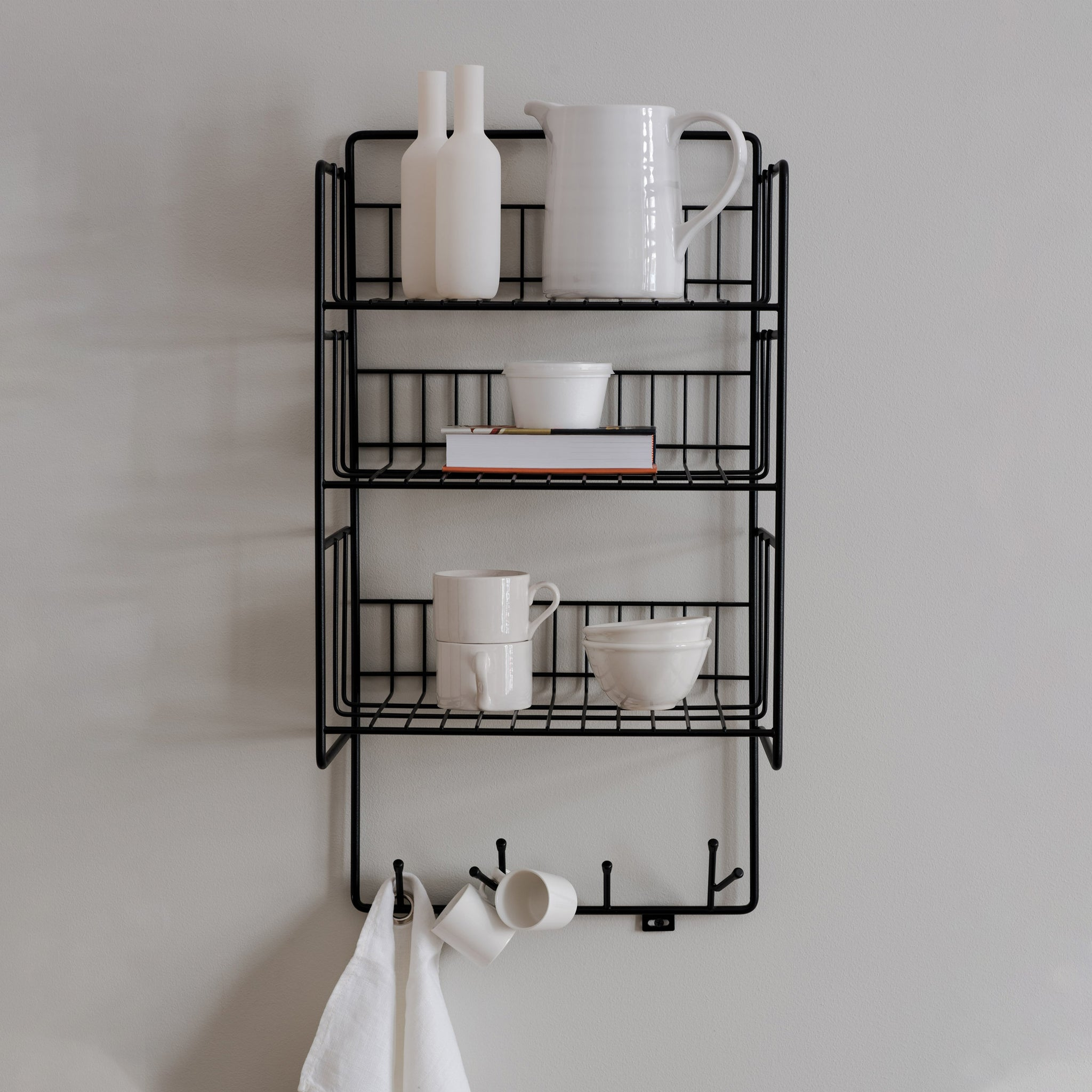 Triple shelf hylla