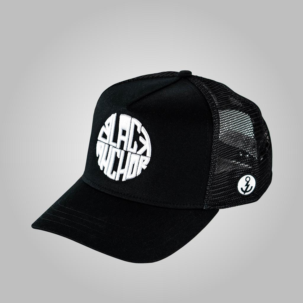 Gorra trucker negra My Black Anchor Black Anchor perfil izquierdo 2 fondo gris
