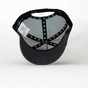 Gorra trucker gris My Black Anchor Black Anchor detalle