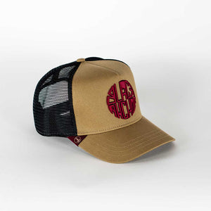 Gorra trucker mostaza My Black Anchor Black Anchor perfil derecho