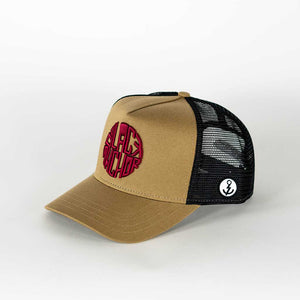Gorra trucker mostaza My Black Anchor Black Anchor perfil izquierdo