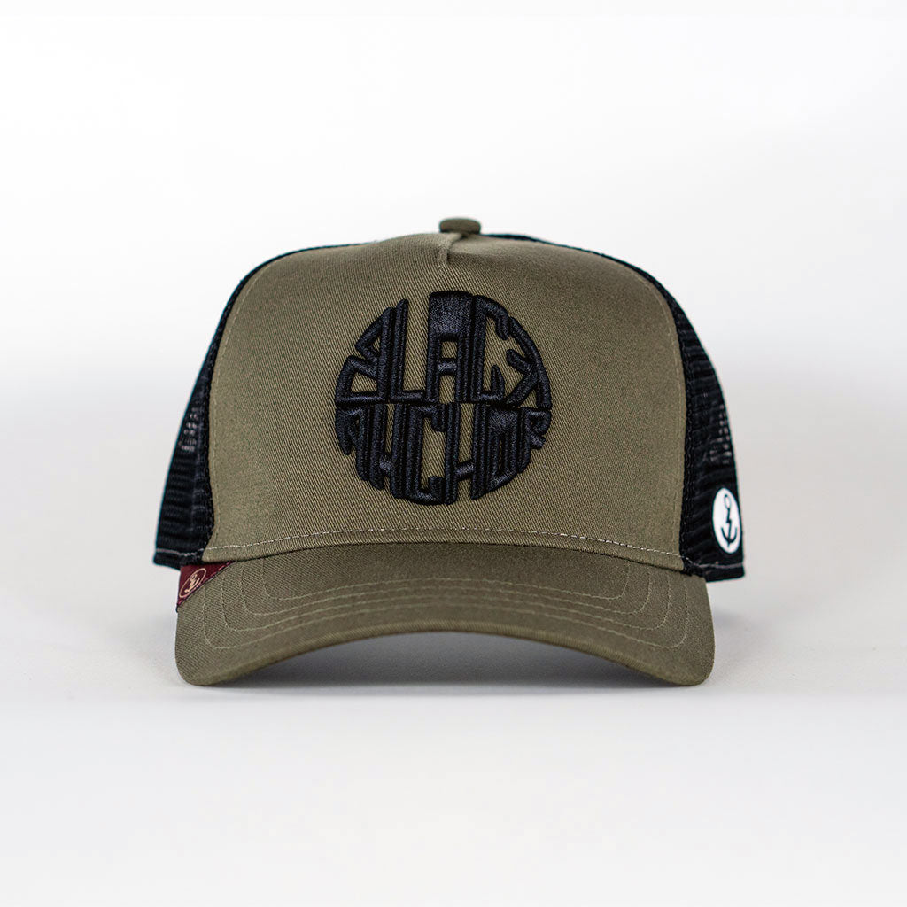 Gorra trucker verde oliva My Black Anchor Black Anchor frontal