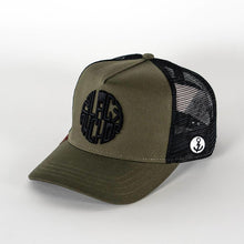 Gorra trucker verde oliva My Black Anchor Black Anchor perfil izquierdo