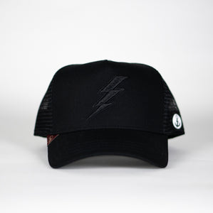 Gorra trucker negra My Black Anchor Rayo frontal