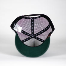 Gorra trucker verde botella My Black Anchor Rayo detalle