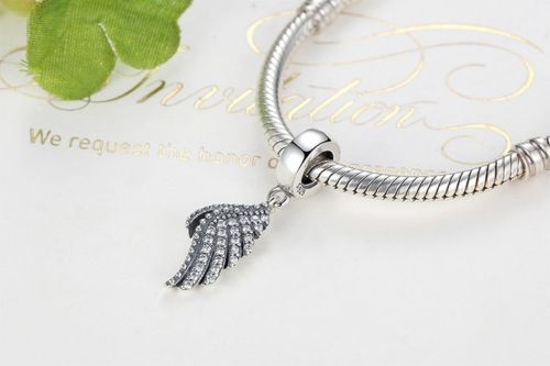 Dazzling Majestic Feathers love guidance angel Wing charm