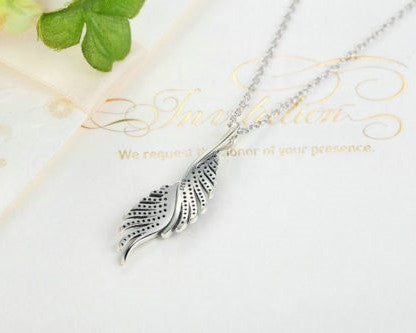Dazzling Majestic Feathers Necklace With Chain