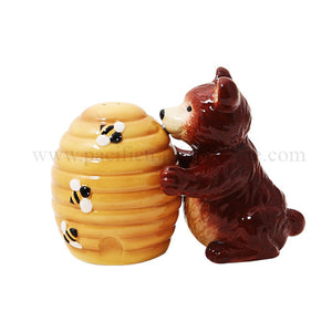 Bear and Honey Comb Attractives Salt Pepper Shaker Made of Ceramic