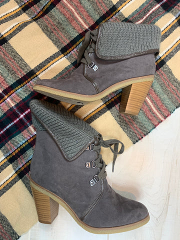 American Eagle Sweater Ankle Boots: Size 9