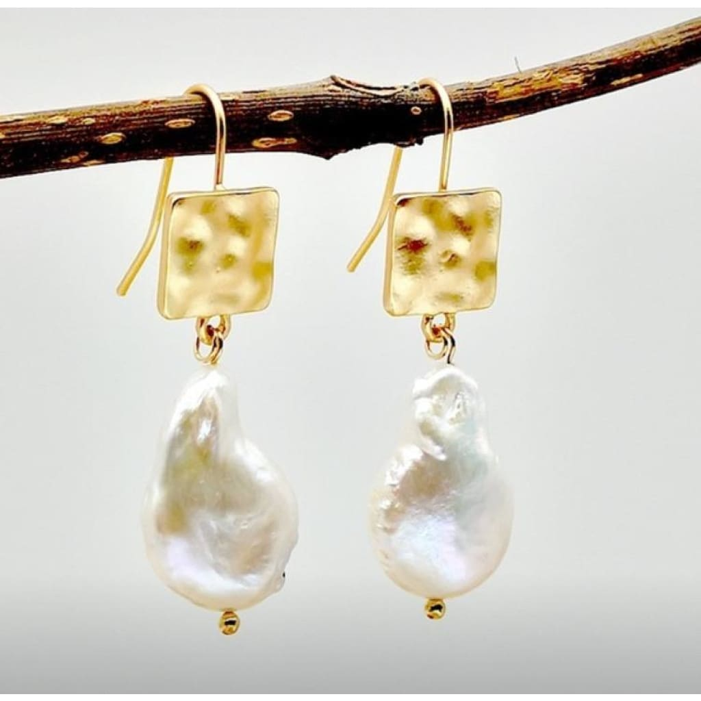 14k Gold and natural pearl Earrings Earrings
