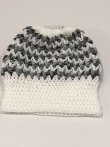 Hand knitted beanie with pony tale hole white