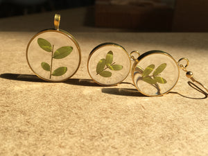Petite Leaf Resin Pieces