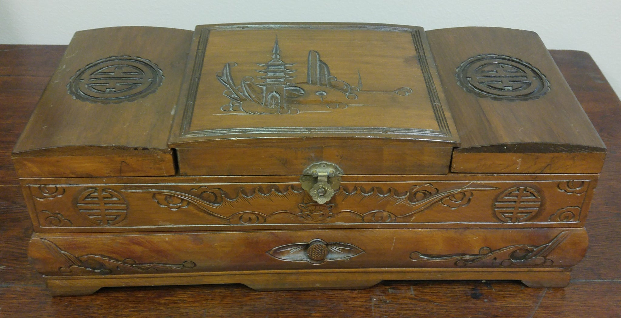 1930's ORIENTAL WOODEN JEWELRY BOX WITH CARVED DRAGONS ON FRONT