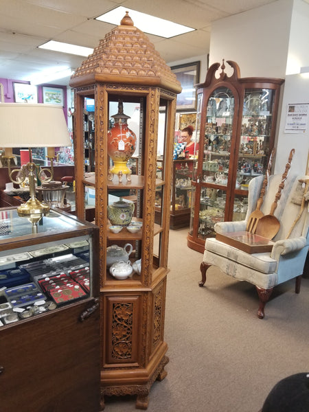 BEAUTIFUL VINTAGE HAND CARVED ORIENTAL CURIO CABINET