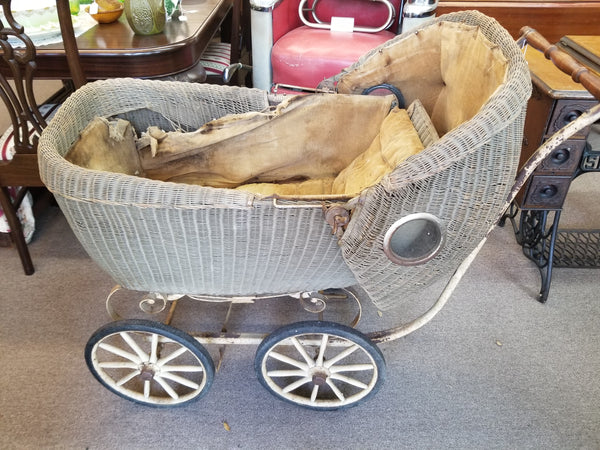 1917 WICKER BABY CARRIAGE PRAM BY LLOYD LOOM PRODUCTS