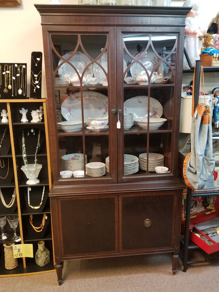 1920's SHERATON STYLE DOUBLE DOOR MAHOGANY CHINA CABINET