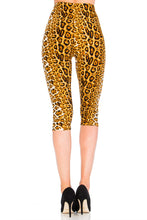 Dreamy Leopard Capri Leggings