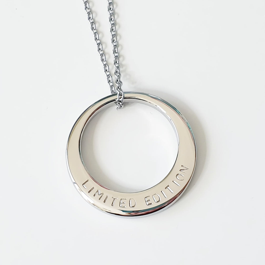 Handstamped medium circle necklace | allure style