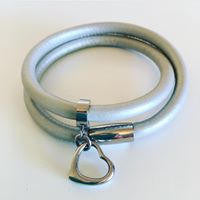 Leather wrap bracelet in silver/pewter with stainless steel clasp and charm