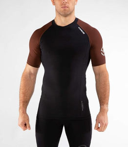 Au55 | BioCeramic™ Ranked Short Sleeve Rashguard | Black/Brown