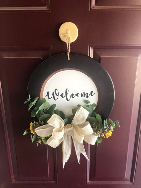 Round Welcome Sign Door Hanger