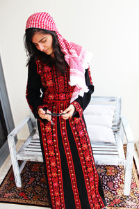 Front - Traditional black kaftan with embroidery - Bayt Alya